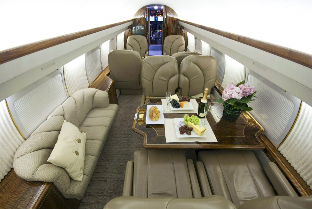 салон самолета Gulfstream IV