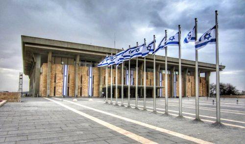 парламент утвердил альтернативный бюджет