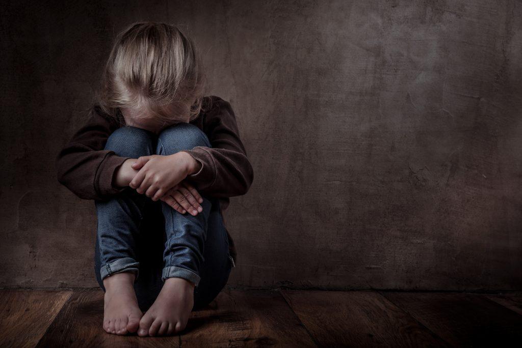 обвинения в жестоком обращении с детьми
